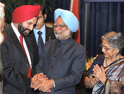 Prime Minister Manmohan Singh and his wife Gursharan Kaur meeting with Sant Singh Chatwal, Chairman of Indian-Americans for Democrats, at a reception in Washington on Wednesday. PTI