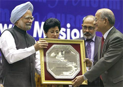 Prime Minister Manmohan Singh presents the JNNURM Award for Excellence for Urban Transport Projects to Delhi Metro Rail Corporation in New Delhi on Thursday. PTI