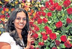 Rosy picture: A visitor at Flora Expo in Bangalore on Saturday. DH photo