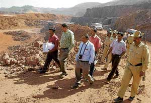 Indian Bureau of Mines Deputy Controller M S Waghmare, Goa Regional  Controller A B Panigrahi and local officials conducting investigations at the RBSSN mining area in Hospet on Monday. dh photo