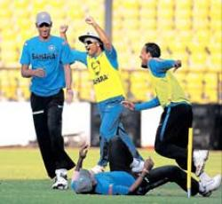 India look to inflict more pain on Lanka