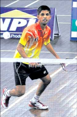 Karnataka's Rohan Castelino in action en route to his victory against Delhi's Himanshu Kharbanda in Bangalore on Wednesday. DH Photo