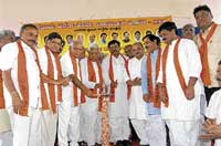 Chief Minister B S Yeddyurappa inaugurating the convention of BJP workers and local body members in Hubli on Thursday. M R Patil, Jagadish Shettar, C M Udasi, Murugesh Nirani, Basavaraj Bommai, Prahalad Joshi, Shivaraj Sajjanar, Veeranna Savadi and others are also seen. dh photo