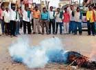 Lathi charge on farmers: Raitha Sangha members stage protest