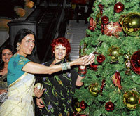 decking up Vani Ganapathy lighting up the Christmas tree.