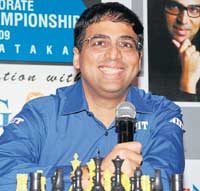 TACTICIAN: World chess champion Viswanathan Anand addresses a press conference during a function to felicitate the corporate chess tournament winners at KSCA on Sunday. DH photo