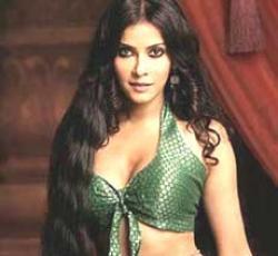 Nandana Sen feels like a woman in 'Rang Rasiya'