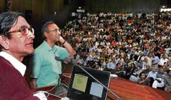 Nobel laureate Professor Venkatraman Ramakrishnan presenting a centenary lecture 'From Baroda to Cambridge: Life in Science' at IISc in Bangalore on Tuesday. Also seen is IISc Director Prof P Balaram. DH Photo