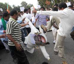 There wewre protests in Kengeri about Deve Gowda's use of abusive language