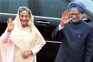 Prime Minister Manmohan Singh and his Bangladeshi counterpart Sheikh Hasina at the Rashtrapati Bhawan, in New Delhi on Monday. PTI