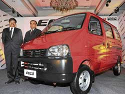 Maruti Suzuki Chief General Manager (engineering) C V Raman & Regional Manager (Karnataka) Vivekanand with the new Eeco in Bangalore on Thursday. DH Photo