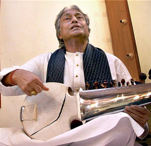 Ustad Amjad Ali Khan displaying his damaged sarod during a show in Mumbai on Thursday night. PTI