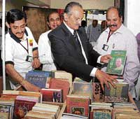 pick a BOOK Kannada poet K S Nisar Ahmed and others seen at Pustaka Parishe in Bangalore on Sunday. DH photo