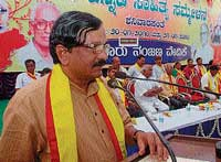 Kannada Sahitya Parishat President R K Nallur Prasad delivering the valedictory address at the seventh Kodagu district-level Kannada Sahitya Sammelan in Shanivarasanthe on Thursday.  dh photo