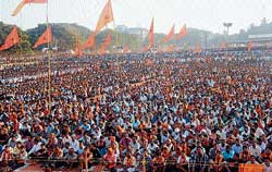 A mammoth gathering at the Hindu Yuva Samavesha held in Nehru Maidan in Mangalore on Sunday. DH photo