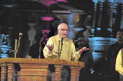 Senior BJP leader L K Advani gestures while addressing a gathering in Hampi on Friday. DH photo