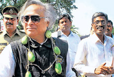 Surrounded by problem: Union Minister for Environment Jairam Ramesh with a garland of eggplants put by protesters who were demonstrating against the commercial production of Bt brinjal, after a meeting in Hyderabad on Sunday. PTI