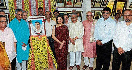 CNN-IBN Editor-in-Chief Rajdeep Sardesai soon after unveiling the portrait of his      father late Dilip Sardesai at Vishwa Konkani Keerti Mandir at Shakthinagar on Saturday.   Sardesai's wife Sagarika Ghosh and Konkani Language and Cultural Foundation President Basti Vaman Shenoy among others look on.  DH Photo