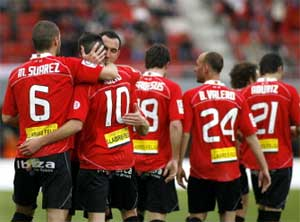 Mallorca's midfielder Julio Alvarez (2L) celebrates with teammates after scoring against Sporting Gijon during their Spanish league football match on March 7, 2010 at Ono Stadium in Palma de Mallorca. AFP