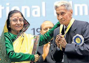 President Pratibha Patil presents the Dada Saheb Phalke award to V K Murthy during the 56th National Film Awards function at Vigyan Bhawan in New Delhi on Friday. PTI