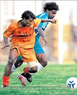 Chandni's Javed OK  (left) and Golden Threads' Ajith Fermin vie for possession  in a I-League Second Division match in Bangalore on Saturday. DH Photo