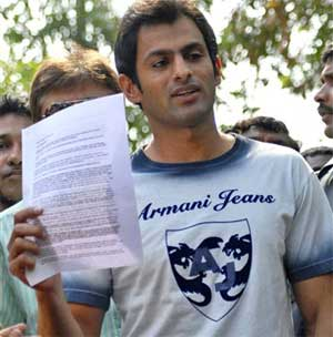 Pakistani cricketer Shoaib Malik holds a press release as he addresses the media outside Indian tennis player Sania Mirza's house in Hyderabad on Sunday. AP