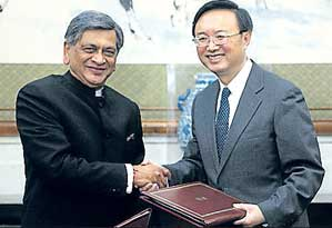 Chinese Foreign Minister Yang Jiechi, right, shakes hands with his Indian counterpart S M Krishna at Diaoyutai State Guest House in Beijing on Wednesday. Reuters