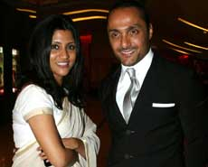 Rahul Bose (R) and actress Konkona Sen Sharma pose as they attend the premiere of Hindi film 'The Japanese Wife' in Mumbai late April 7, 2010. AFP