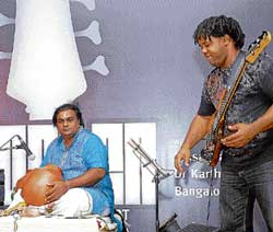 in sync Victor Wooten with Karthik on the ghatam and Bangalore Amrit on the kanjira.   dh photos by janardhan B K
