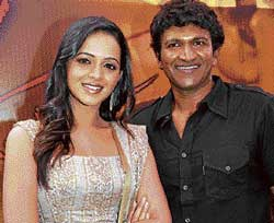 posing Bhavana and Puneeth Rajkumar.