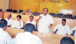 Chalking strategy: Legislator K P Bachegowda speaking at the meeting of Action Committee for Permanent Irrigation Project at Chikkaballapur on Saturday. DH PHOTO