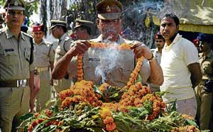 Police personnel pay tribute to fallen soldier Ranjit Kumar Yadav during his  cremation on the outskirts of Allahabad on April 8, 2010.