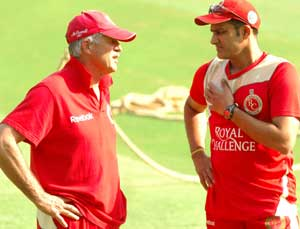 Think-tank: Royal Challengers coach Ray Jennings (left) and skipper Anil Kumble in deep discussion on the eve of their showdown against Mumbai Indians. DH photo
