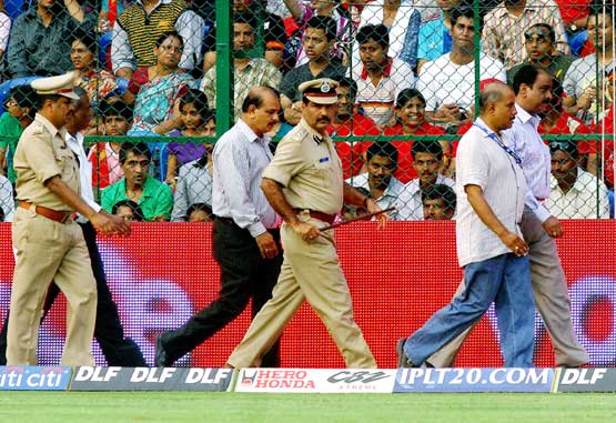 Vigilant eyes: City police commissioner Shankar Bidri (front right) takes stock of the situation after the bomb blast outside the Chinnaswamy stadium on Saturday. DH photo
