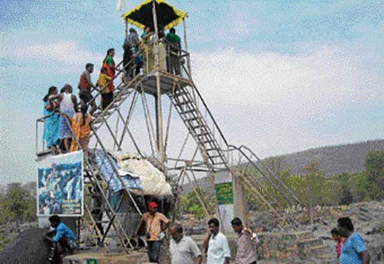 The watch tower constructed by the Tamil Nadu government at the controversial Nadugadde region in Hogenakal. DH photo
