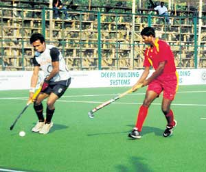 keen tussle IOCL's Jaswinder (left) and Army Reds' Elizer Lakra vie for the ball in the State Super Division hockey tournament in Madikeri on Tuesday.