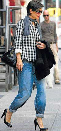 In vogue Katie Holmes sporting trendy jeans.