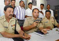 Superintendent of Police Sandip Patil displays the pistol and bullets recovered from the BSF personnel. dh photo