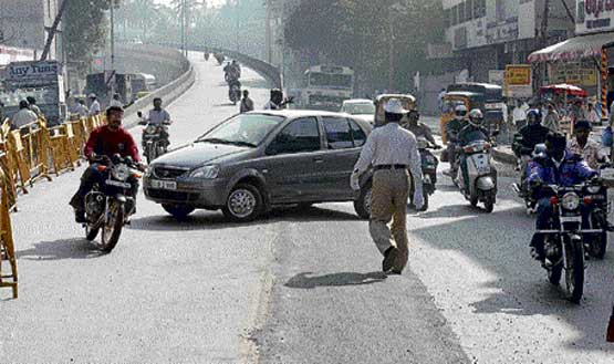 No rules: Traffic violation happens even as the cops look on.