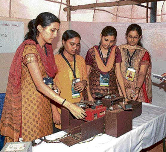 Students exhibiting their projects at Srishti-2010 project expo organised at Siddartha  Institute of Technology, in Tumkur on Sunday. DH photo