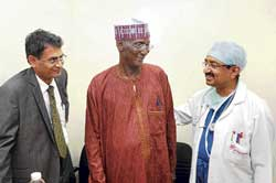 Medical tourist Cardiac Surgeon Dr Vivek Jawali (right) speaking to Nigerian citizen Saidu Abubarkar who underwent a surgery at a hospital in the City. Dr Ramcharan Thiagarajan is also seen. dh photo