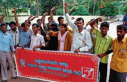 The office-bearers of Speech and Hearing Impaired Persons' Association staging a protest on Wednesday demanding fulfilment of their demands in Chikmagalur. DH photo