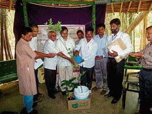Assembly Speaker K G Bopaiah inaugurating the science writers and journalists meet by watering orange and coffee saplings at Nisargadhama near Kushalnagar on Wednesday. ZP President V M Vijaya, State Vijnana Parishat Vice-President Challakere Yariswamy, Vijnana Parishat Convener T G Prem Kumar and others look on. DH Photo