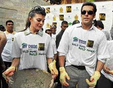Bollywood actors Salman Khan and Jacqueline Fernandez attend a 'Habitat for Humanity' initiative event for villagers during the three-day IIFA awards events, on the outskirts of Colombo on Thursday. AFP