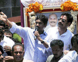 Congress MP Y S Jagan Mohan Reddy addressing supporters during his Odarpu Yatra at Icchapuram in Srikakulam district on Thursday. PTI