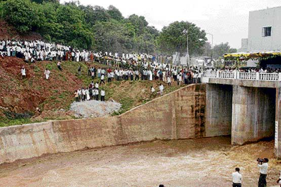 Water flowing through the canal of Upper Tunga Project in Gajanur near Shimoga on Sunday. dh Photo