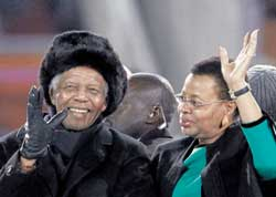 Former South African president Nelson Mandela and his wife Graca Machel greet the fans.