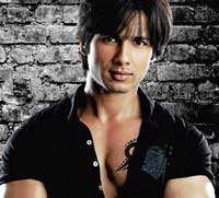 experimenting Shahid Kapoor