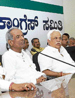 marching on the mine issue KPCC leaders M P Prakash and R V Deshpande at a press conference on in Bangalore on Sunday. DH photo