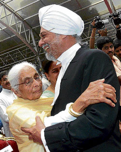 The new Chief Justice of Karnataka Jagdish Singh Khehar is hugged by his mother Satpal Kaur after the oath-taking ceremony at Raj Bhavan in Bangalore on Sunday. DH Photo